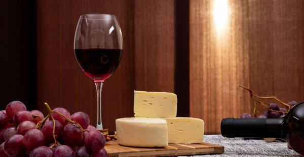 Combinação de queijos e vinhos, uma parceria de longa data